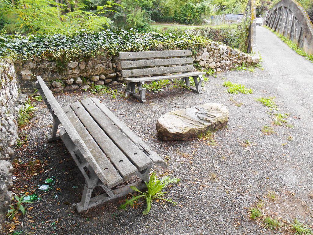 Bancs ponts et barri res en ciment photos du pass - Banc de jardin en ciment ...